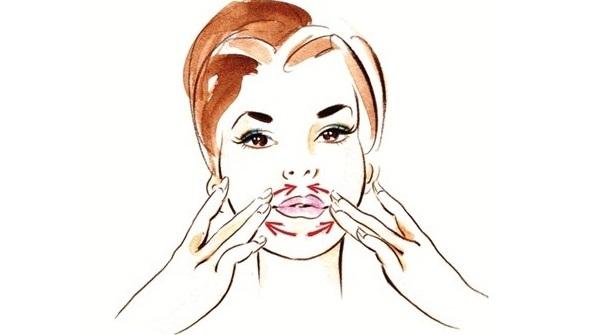 Чтобы улучшить внешний вид, нужно проводить специальный массаж с надавливаниями