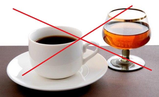 Употребление кофе и алкоголя нужно прекратить за три дня до процедуры