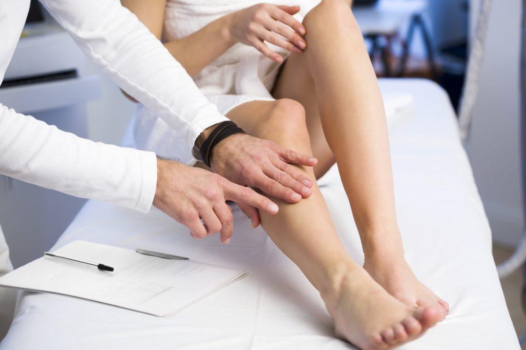Если уж и доверять кому-то свои ноги, так только опытному хирургу