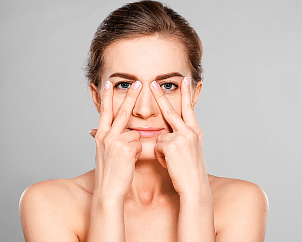 Само собой, и руки, и лицо должны быть идеально чистыми