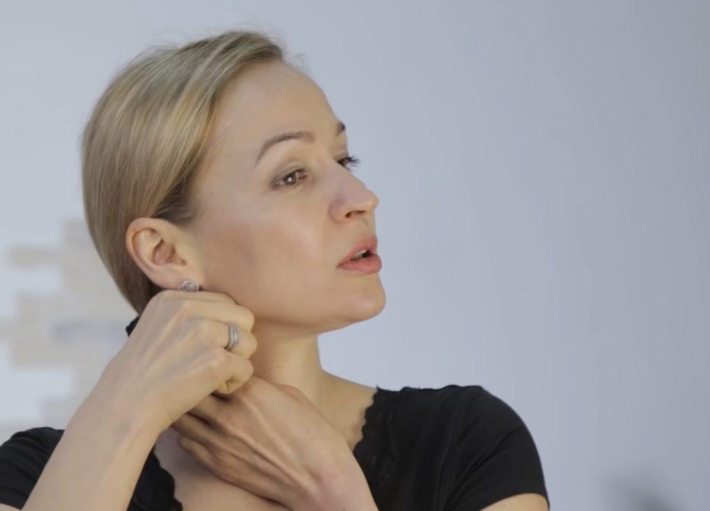 Финальная часть комплекса призвана размягчить и удлинить мышцу шеи