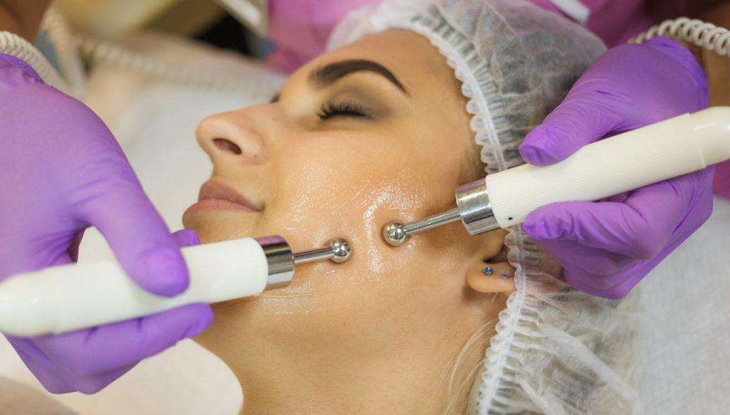 Микротоки доставляют полезные вещества и отрицательно заряженные ионы к глубинным слоям кожи