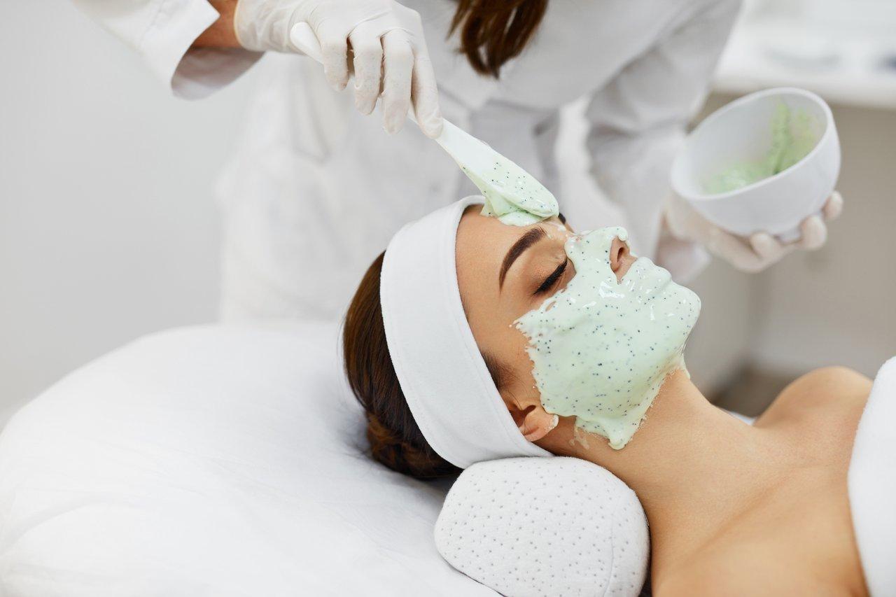 Большой популярностью пользуются альгинатные маски