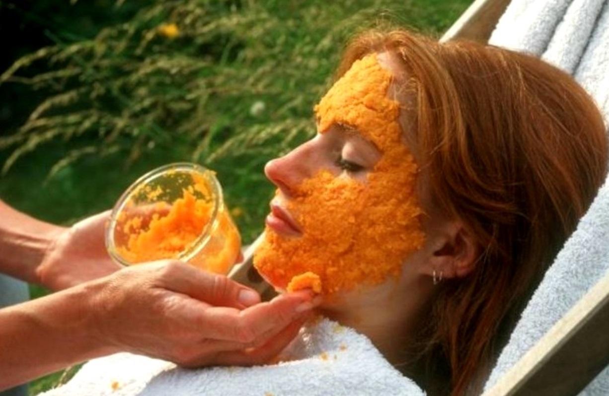 Светлокожим девушкам следует быть осторожнее с морковью, иначе их кожа рискует приобрести желтоватый оттенок