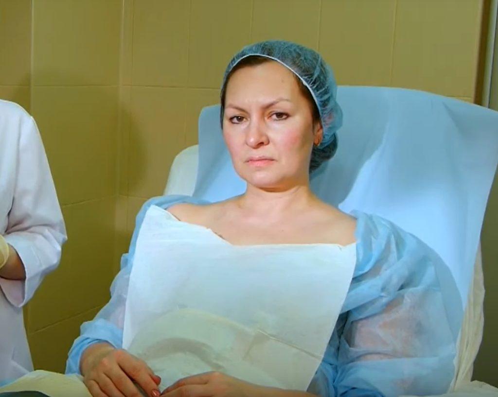 Очищение лица пациентки